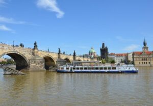 Prague boat cruise with food and unlimited beer